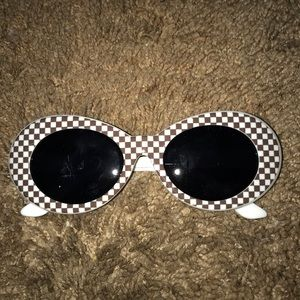 Brown clout googles